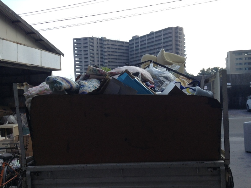 鹿児島市,不要品回収,遺品整理,事業所ごみ,粗大ごみ,引越し,家具処分,タンス,ベッド,ソファー,冷蔵庫,不要品,鹿児島,リサイクル,廃品回収,格安,激安,安い